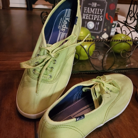 COPY - 🧚♂️Keds apple green 7 1/2 M
